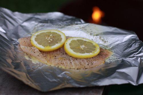 Zapechennaya ryiba v folge na kostre - Рыба: приготовление на костре