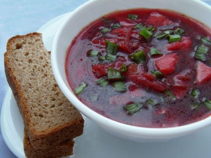 Свекольный суп с ветчиной
