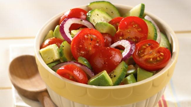 Avokado i salat iz pomidor - Авокадо