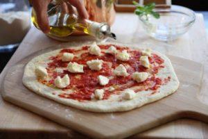 Olivkovoe maslo dlya pitstsyi 300x200 - Оливковое масло для пиццы