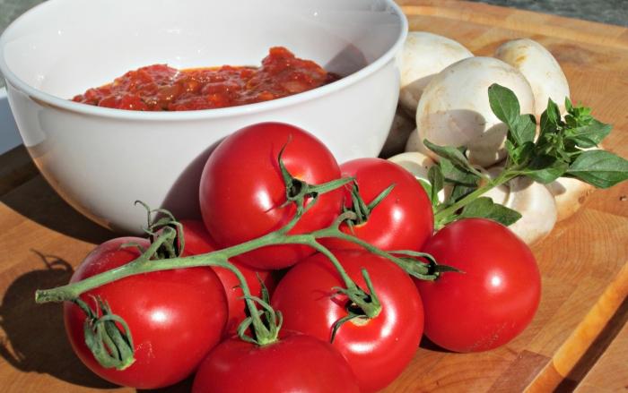 Pomidoryi dlya pitstsyi - Домашняя пицца