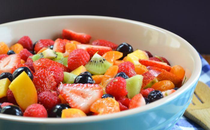 YAgodnyiy fruktovyiy salat - Фруктовый салат