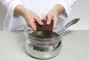 rastopit shokolad na vodyanoy bane 300x206 - rastopit-shokolad-na-vodyanoy-bane.jpg